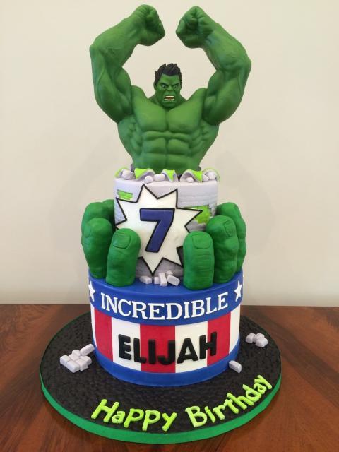 Bolo do Hulk com personagem de pasta americana em 3D
