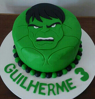 Bolo do Hulk redondo decorado com pasta americana verde