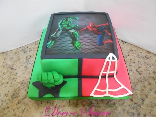 Bolo do Hulk e Homem Aranha quadrado