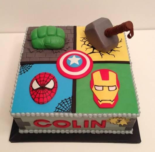 Bolo do Hulk quadrado com mais personagens da Marvel