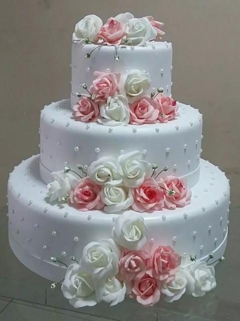 bolo fake de biscuit com flores para casamento
