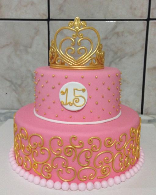 bolo fake de biscuit rosa e dourado