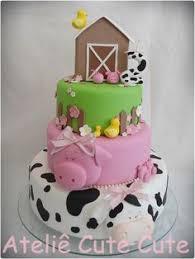 Bolo Fazendinha com 3 andares decorado com porquinha e vaca