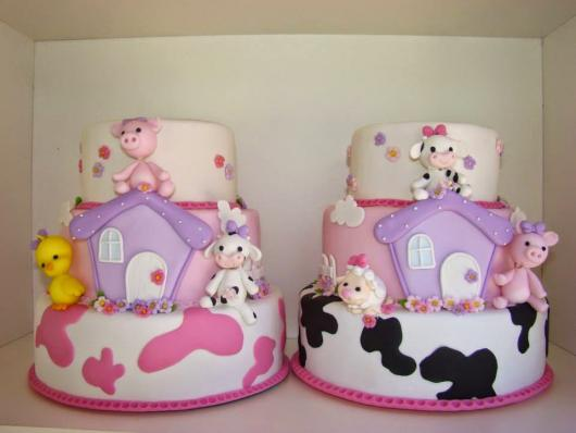 Bolo Fazendinha decorado com biscuit lilás e rosa