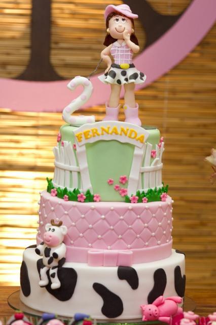 Bolo Fazendinha com topo de bolo da aniversariante