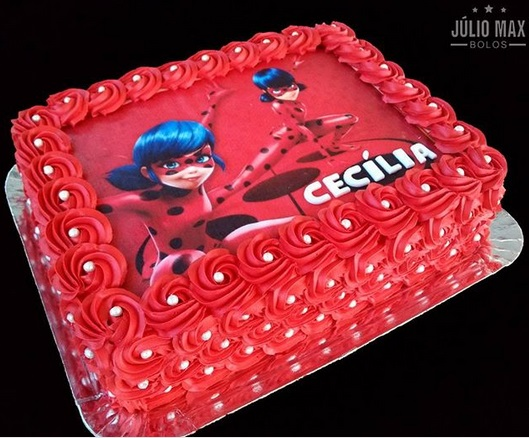bolo quadrado vermelho
