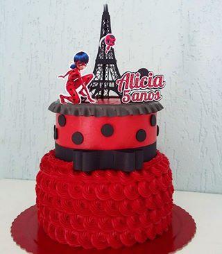 bolo vermelho 2 andares