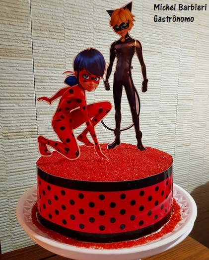 bolo Miraculous vermelho