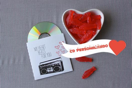 O que colocar na Caixa dos 5 Sentidos audição CD personalizado com canções que o casal gosta