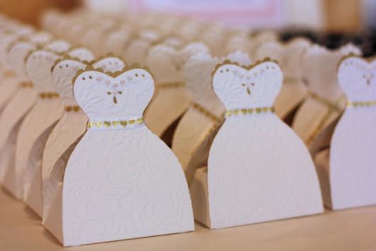 Como Fazer Lembrancinhas de Casamento caixinha orta doce com formato da roupa dos noivos