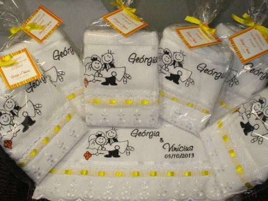 Como Fazer Lembrancinhas de Casamento toalhinha personalizada