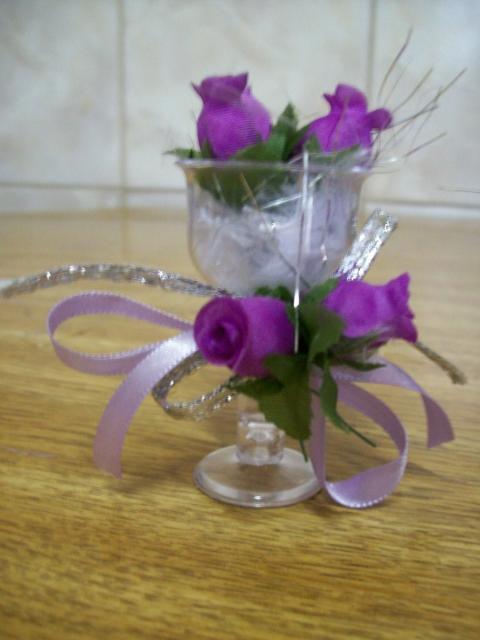 Como Fazer Lembrancinhas de Casamento tacinha com flor roxa