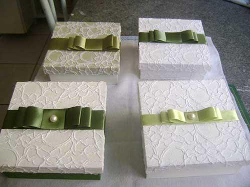 Como Fazer Lembrancinhas de Casamento caixinha de MDF branca com laço de fita