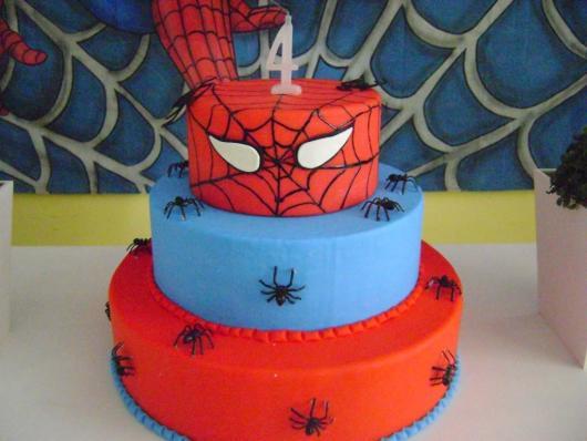 Como fazer um bolo fake: bolo fake de EVA do Homem-Aranha