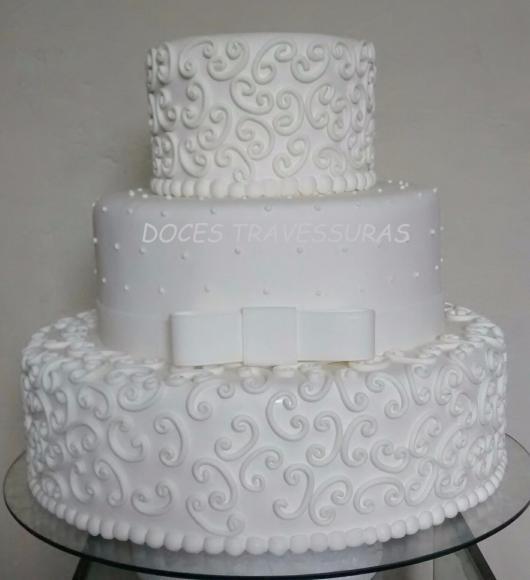 Como fazer um bolo fake: bolo fake de casamento de biscuit