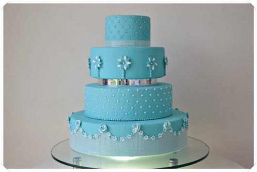 Como fazer um bolo fake: bolo fake de 15 anos azul com pérolas