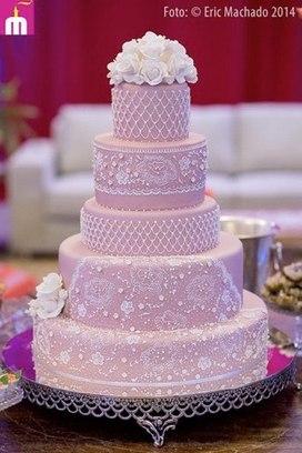 Como fazer um bolo fake: bolo fake de 15 anos rosa com renda