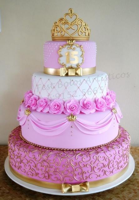 Como fazer um bolo fake: bolo fake de 15 anos de 4 andares com detalhes em dourado