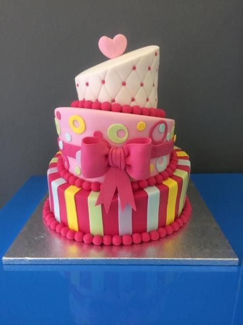 Como fazer um bolo fake: bolo fake de EVA colorido