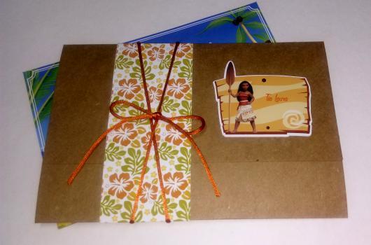 Convite Moana scrap montado em papel craft