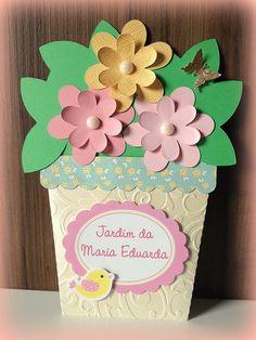 Convites Jardim Encantado Criativos com vaso e flores de papel