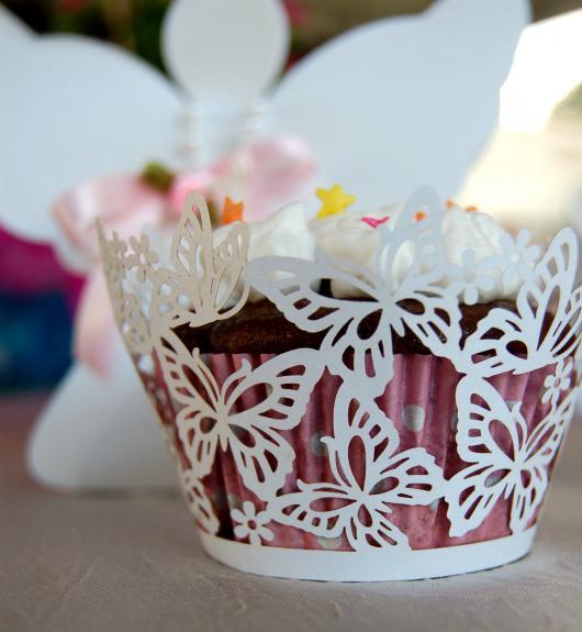 Cupcake para Casamento com wrapper de borboletas