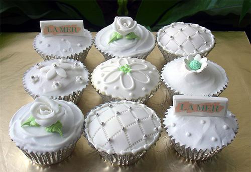 Cupcake para Casamento com decoração branca delicada