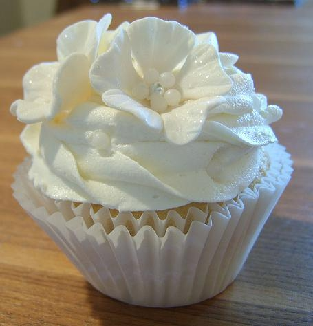 Cupcake para Casamento com flor branca