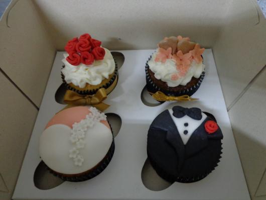 Cupcake para Casamento com aplique de rosinhas