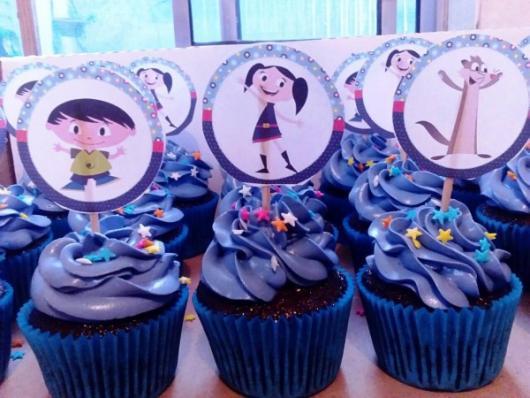 cupcake Show da Luna com placa feita em gráfica