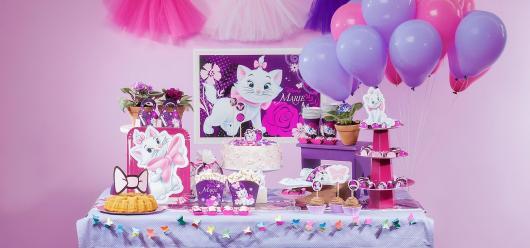 Decoração da Gatinha Marie com balões rosa e roxo