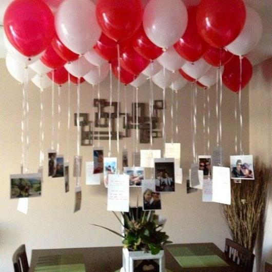 Decoração Dia dos Namorados com balões no teto e fotos