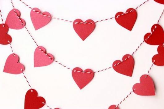 Decoração Dia dos Namorados de papel varal de corações