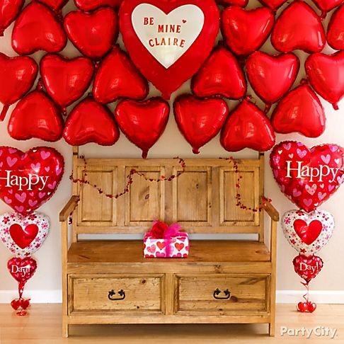 Decoração Dia dos Namorados com balões na parede