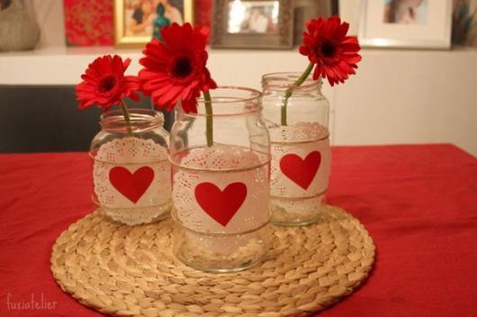 Decoração Dia dos Namorados simples vaso de flor
