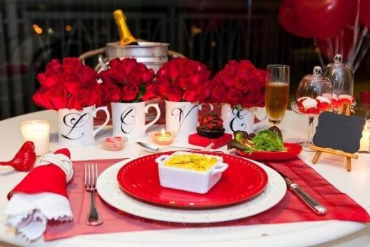 Decoração Dia dos Namorados no jantar com flores