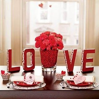Decoração Dia dos Namorados no jantar com flores vermelhas