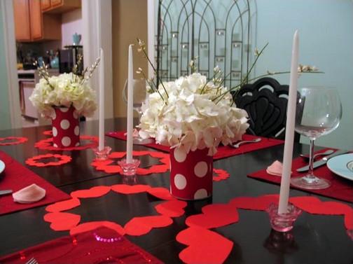 Decoração Dia dos Namorados no jantar com flores e velas