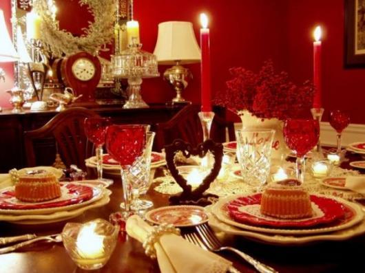 Decoração Dia dos Namorados no jantar com velas vermelhas