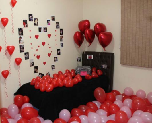 Decoração Dia dos Namorados no quarto com balões e foto