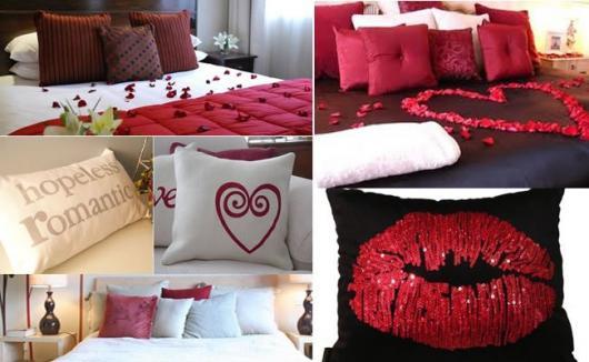 Decoração Dia dos Namorados no quarto com almofadas e pétalas