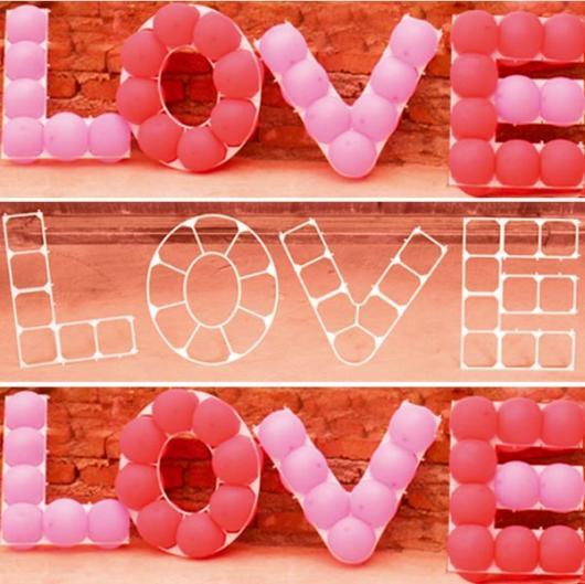 Decoração Dia dos Namorados com balões no formato de love
