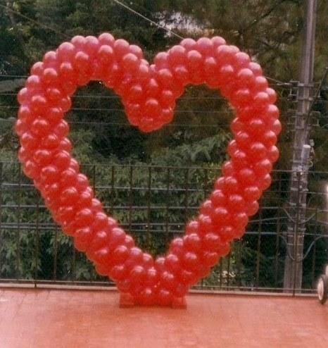 Decoração Dia dos Namorados com balões no formato de painel gigante