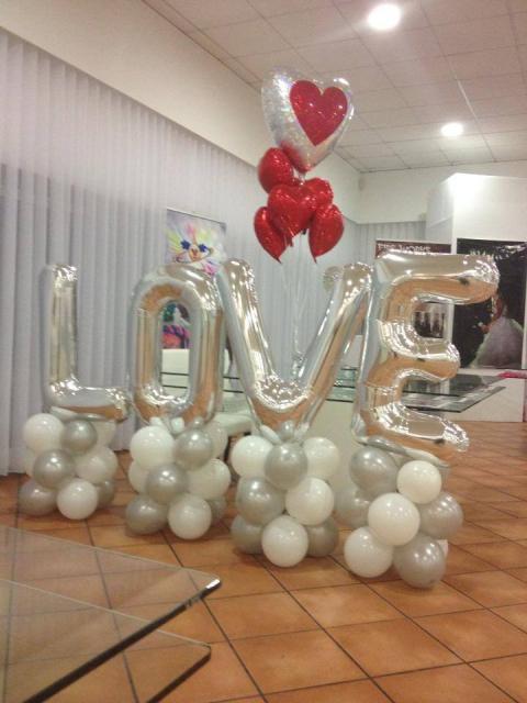 Decoração Dia dos Namorados com balões no chão