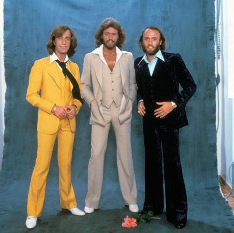71cbdbe7624c4 O guitarrista Jimmy Hendrix também é um símbolo dos anos 70. Ele desfilava  com roupas estilosas para a época