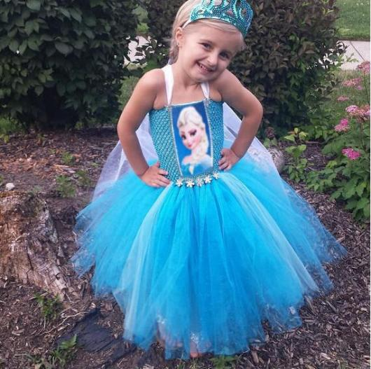 Fantasia da Frozen Elsa com tule e estampa da personagem