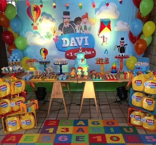 Festa Mundo Bita com mesa com cavaletes