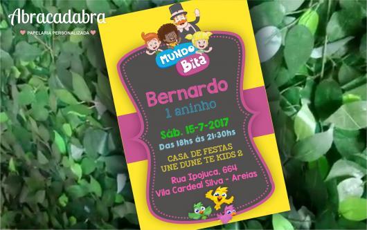 Convite Festa Mundo do Bita com fundo preto e detalhes em rosa