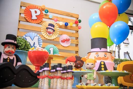 Festa Mundo Bita com painel de paletes