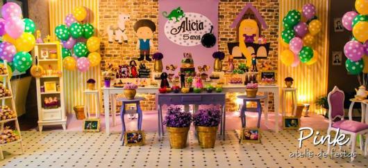 Festa Rapunzel Baby com decorada com painel personalizado e balões